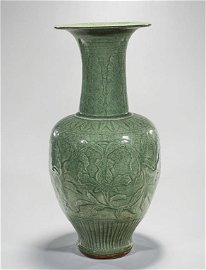 ANTIQUE TALL CHINESE CRACKLEWARE VASE