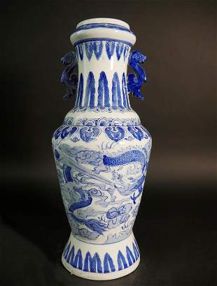CHINESE BLUE AND WHITE VASE WITH HANDLES
