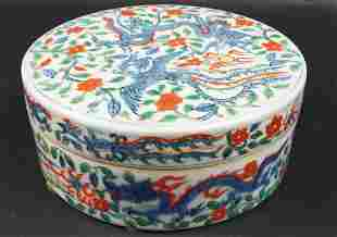 CHINESE PORCELAIN ROUND BOX AND COVER