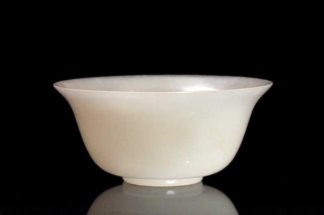25: CHINESE WHITE JADEITE BOWL