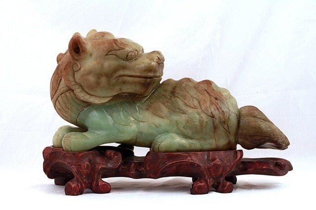 18: CHINESE JADE FOO LION ON STAND