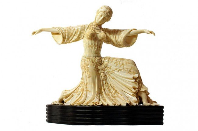 18: EXQUISITE IVORY FIGURAL CARVING, OF A DANCING LADY