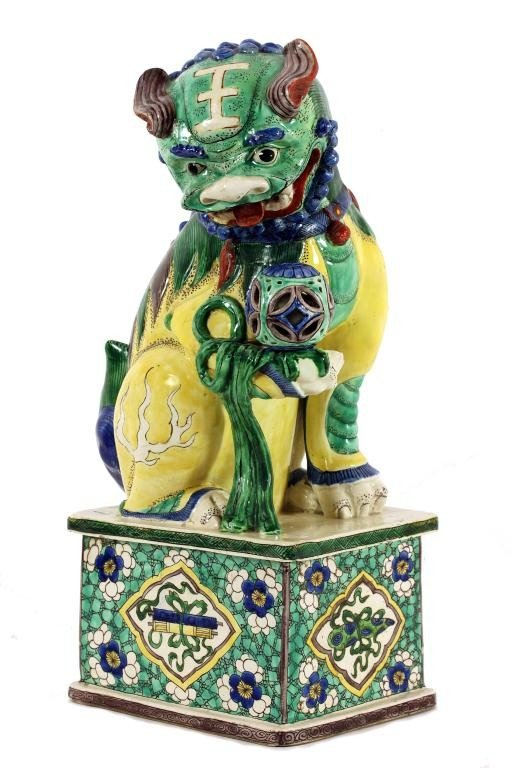 12: ANTIQUE CHINESE FAMILLE VERTE PORCELAIN FOO LION