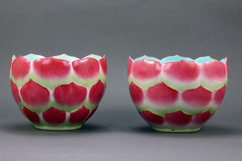 7: PAIR OF BEAUTIFUL CHINESE PORCELAIN LOTUS BOWLS