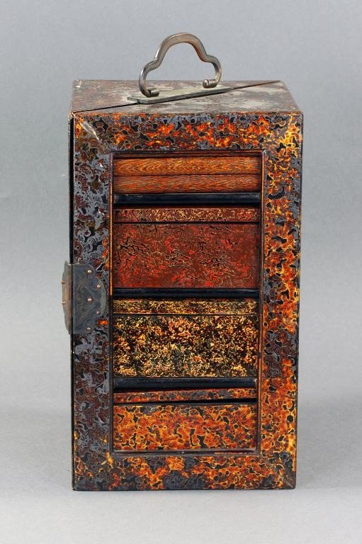 14: JAPANESE LACQUERED TRAVELING BOX, MEIJI PERIOD