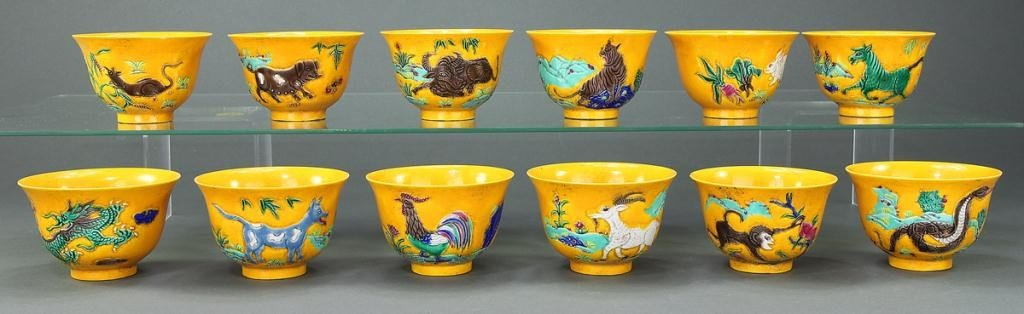 24: TWELVE CHINESE BOWLS IN YELLOW IMPERIAL BACKGROUND