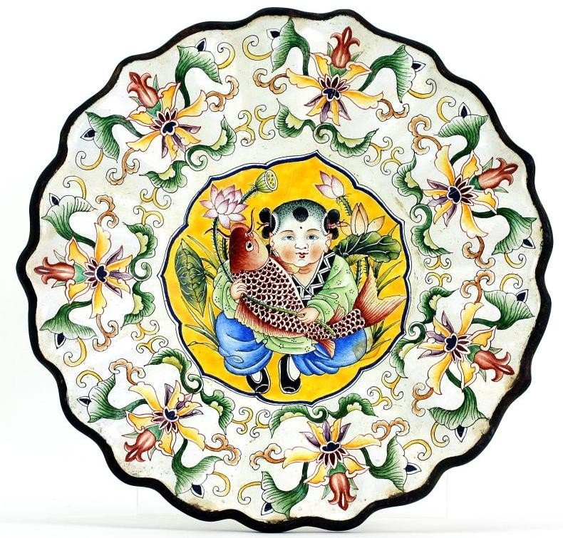 8: CHINESE FOLIATE-SHAPED HAND PAINTED ENAMELED PLATE