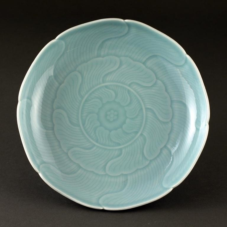 13: CHINESE FLORAL SHAPE SHALLOW PORCELAIN DISH