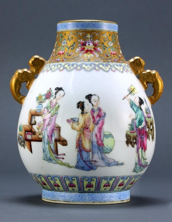 17: CHINESE FAMILLE ROSE VASE,REPUBLIC PERIOD