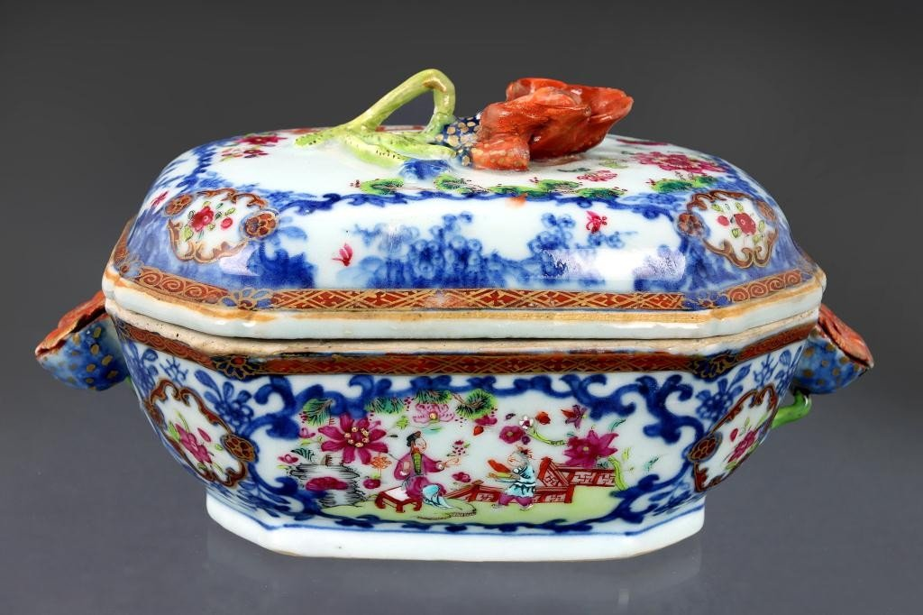 19: ANTIQUE CHINESE PORCELAIN TUREEN AND COVER