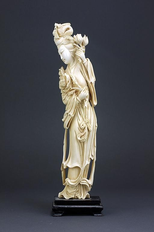 67: CHINESE CARVED IVORY OF A MEIREN