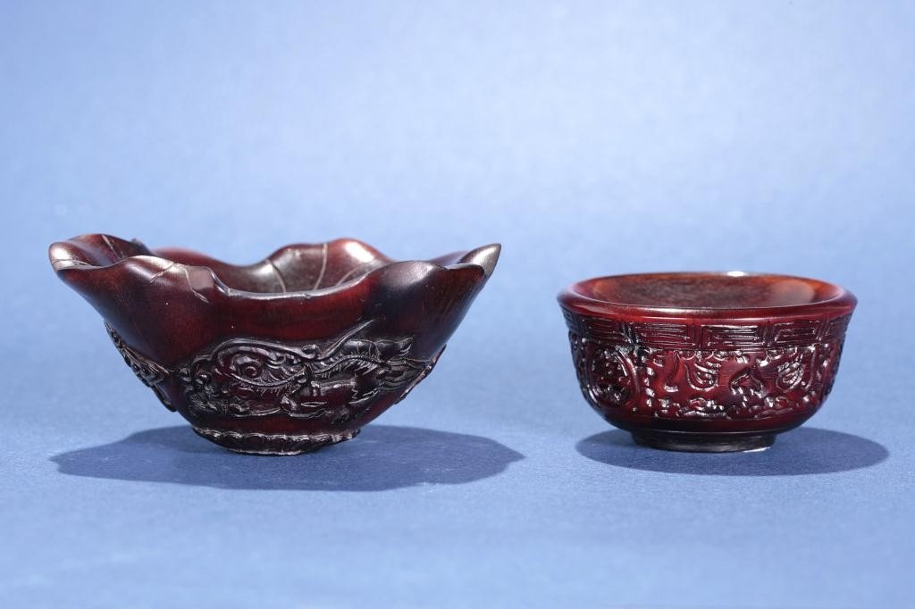 7: SET OF TWO FINELY CARVED HORNS, OF SMALL BOWLS
