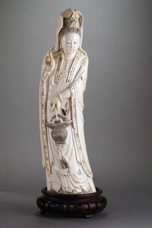 99: CHINESE IVORY FIGURE OF A GUANYIN