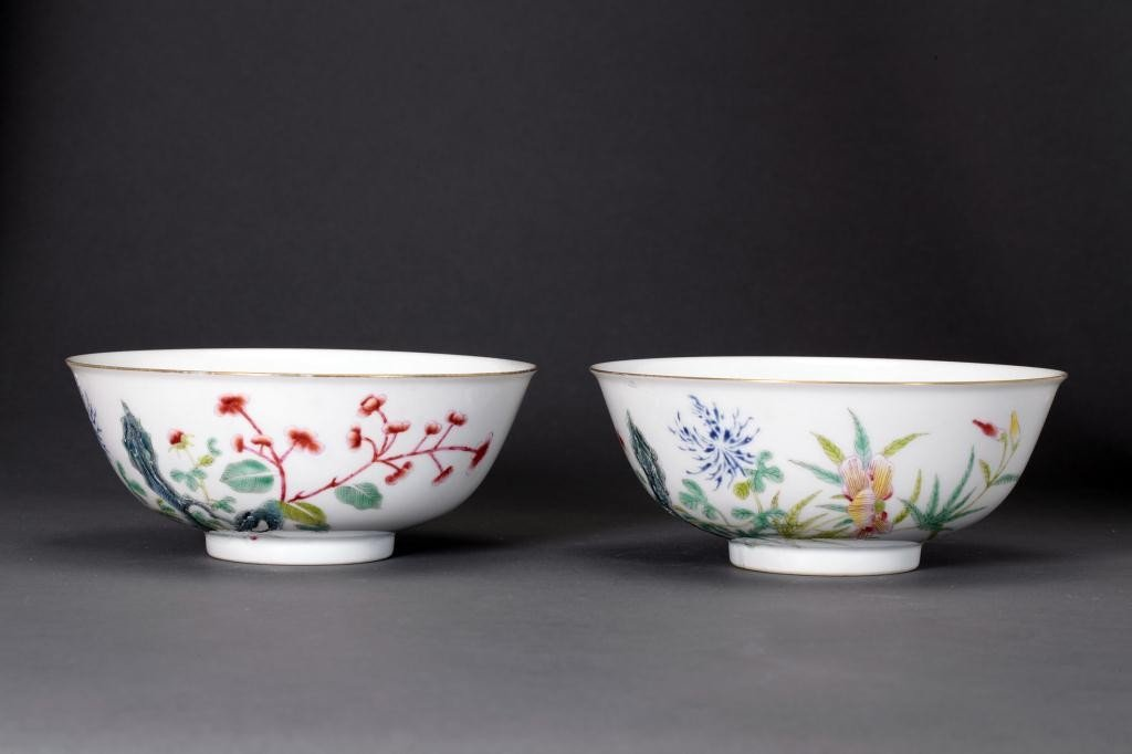 14: PAIR OF CHINESE FAMILLE ROSE BOWLS