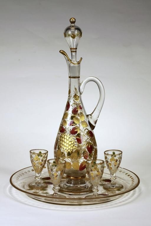 4: HEAVILY GILT DECANTER WITH FIVE SHERRY GLASSES