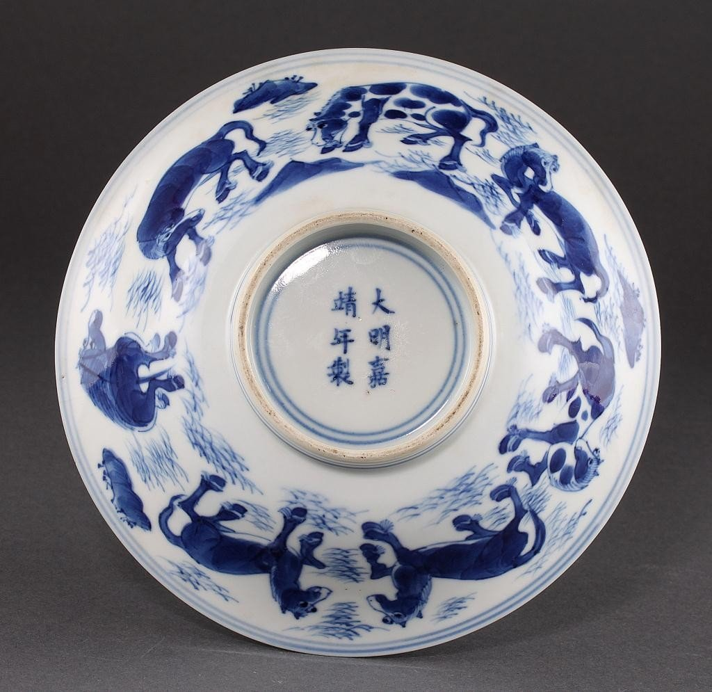 10: CHINESE BLUE AND WHITE PORCELAIN BOWL