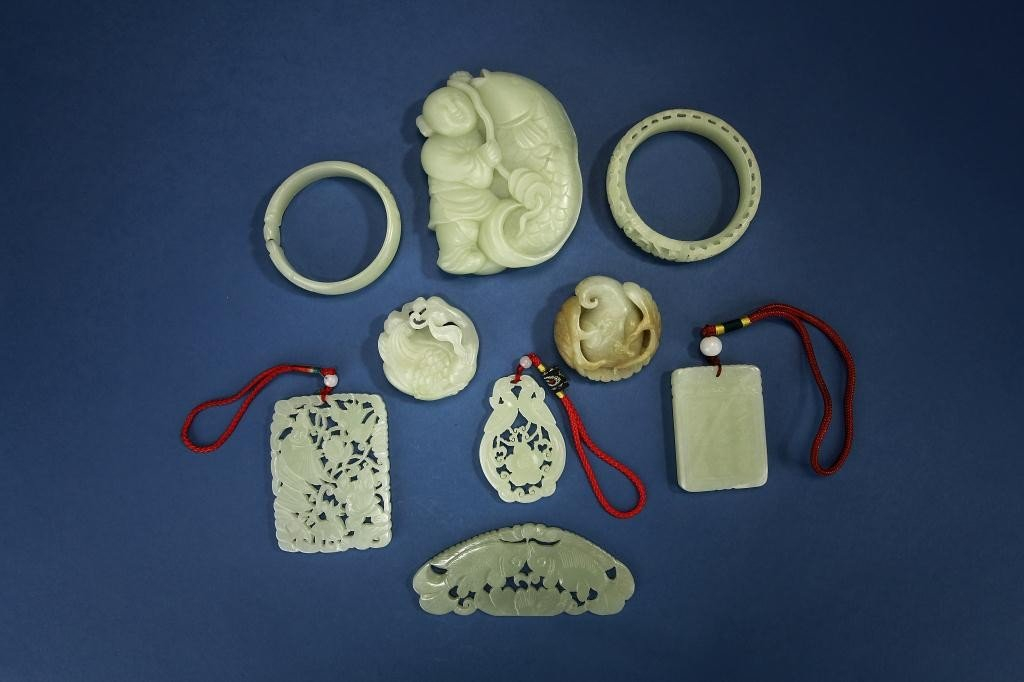 11: SET OF NINE JADE CARVINGS, OF PLAQUES AND PENDANTS