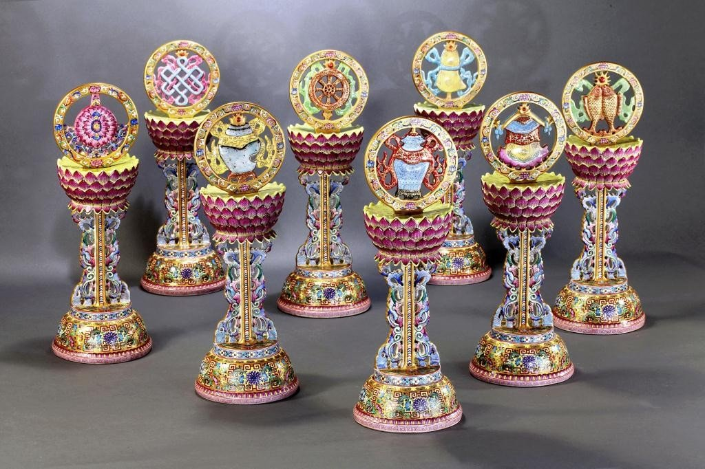 26: EIGHT ENAMELED BUDDHIST EMBLEMS, THE PA CHI-HSIANG