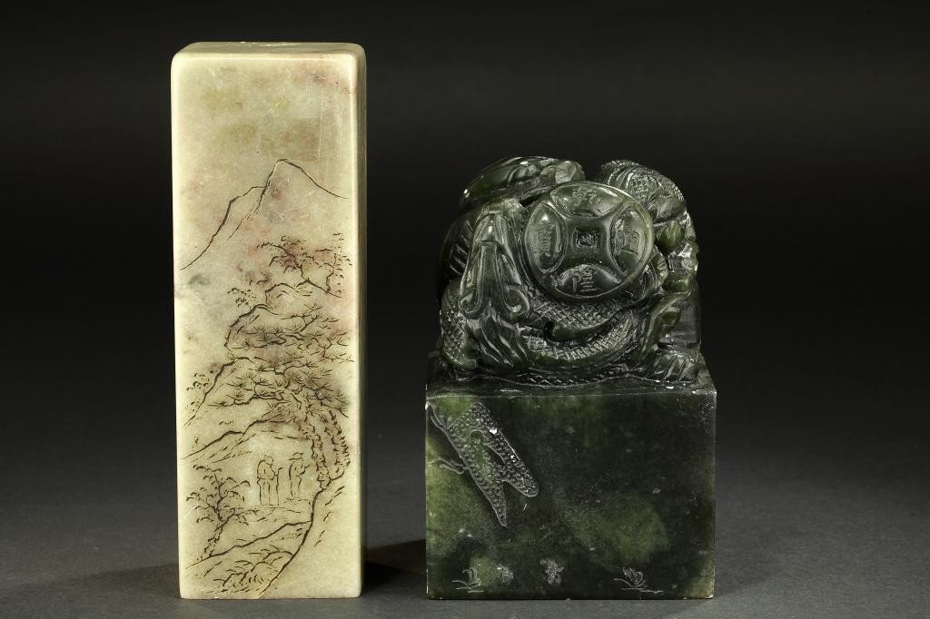 39: TWO CHINESE JADE SEALS