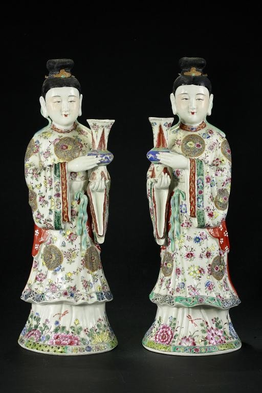 6: PAIR OF CHINESE FAMILLE ROSE FIGURES OF BEAUTIES