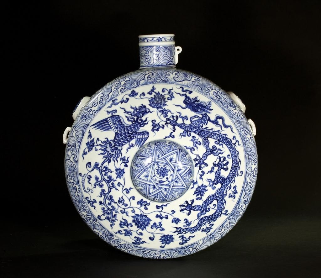 88: ANTIQUE CHINESE BLUE AND WHITE HANGING MOON FLASK