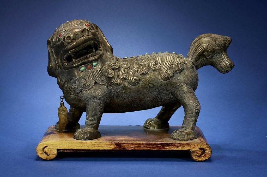 1A: CHINESE BEJEWELED SILVERED FOO LION