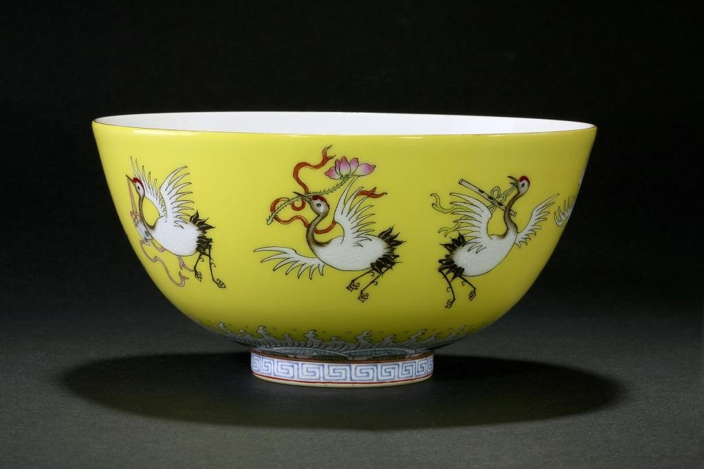 8: ANTIQUE CHINESE IMPERIAL YELLOW BACKGROUND BOWL