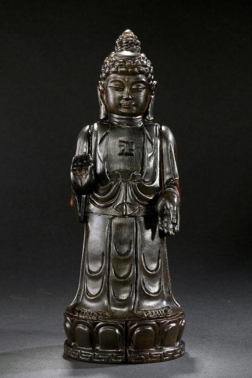 19: ANTIQUE CHINESE CARVED HORN FIGURE OF A BUDDHA