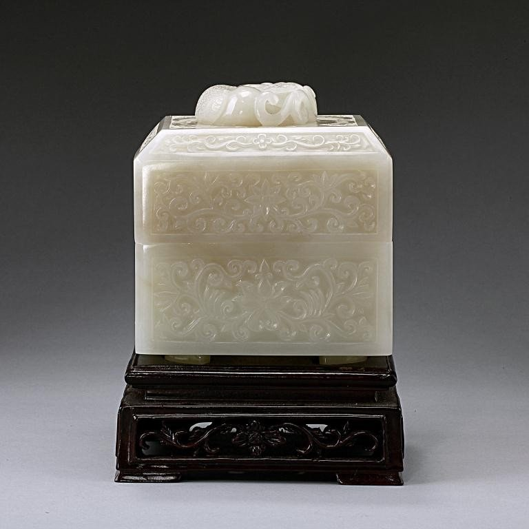 15: EXQUISITE ANTIQUE CHINESE WHITE JADE BOX AND COVER - 2