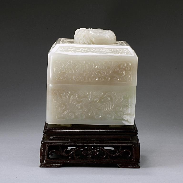 15: EXQUISITE ANTIQUE CHINESE WHITE JADE BOX AND COVER - 4