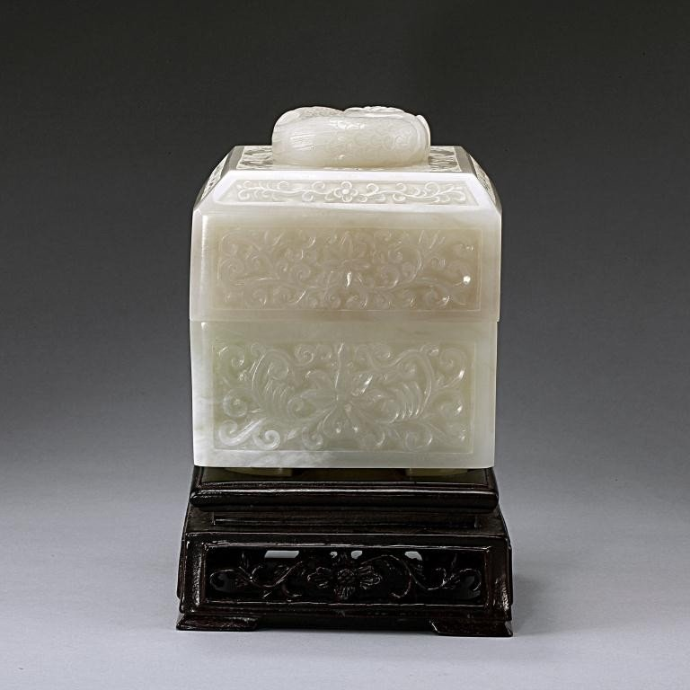 15: EXQUISITE ANTIQUE CHINESE WHITE JADE BOX AND COVER - 5