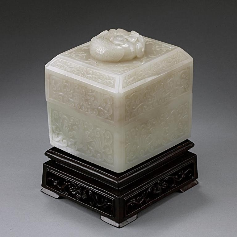 15: EXQUISITE ANTIQUE CHINESE WHITE JADE BOX AND COVER - 6