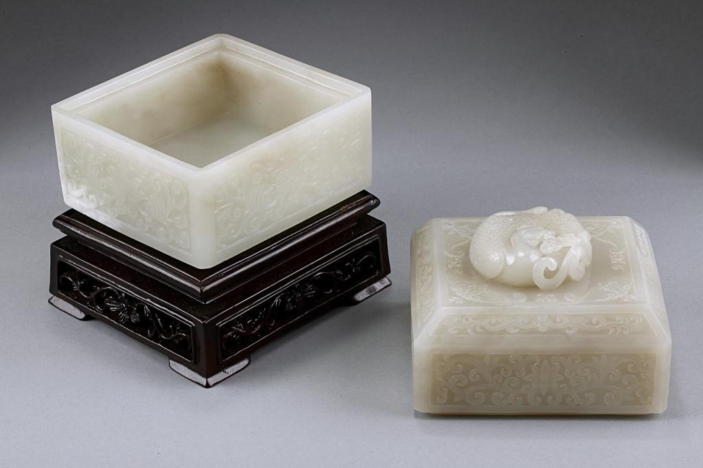 15: EXQUISITE ANTIQUE CHINESE WHITE JADE BOX AND COVER - 7