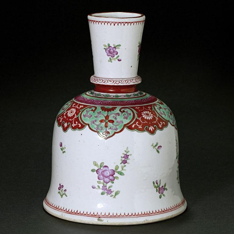 4: CHINESE EXPORT BELL-SHAPED CANDLE HOLDER