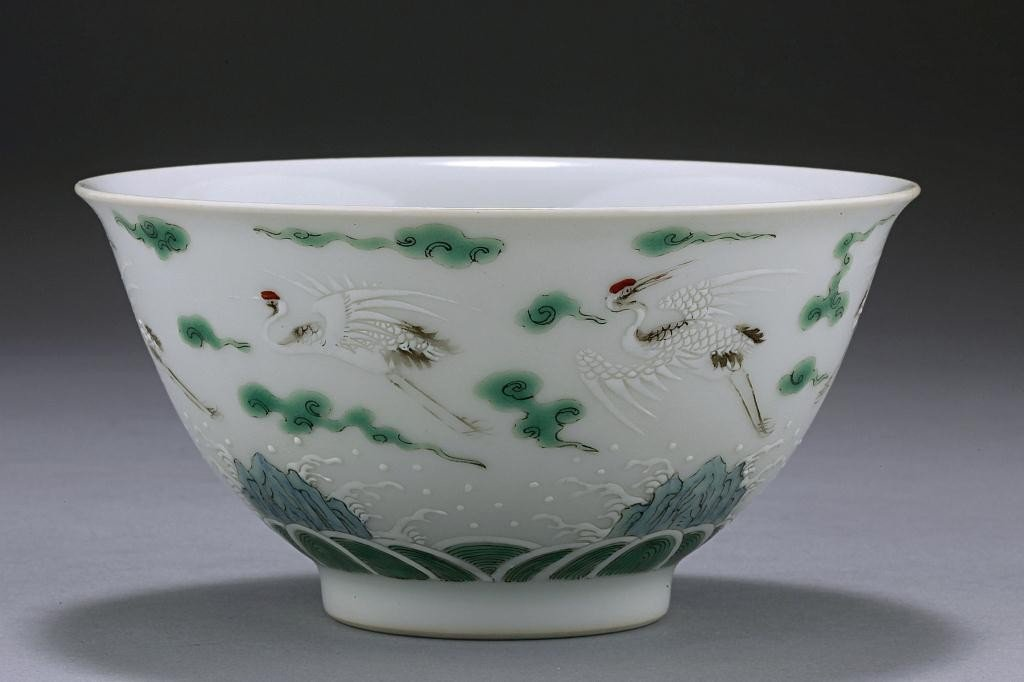 20: CHINESE FAMILLE ROSE 'FLYING CRANES' BOWL
