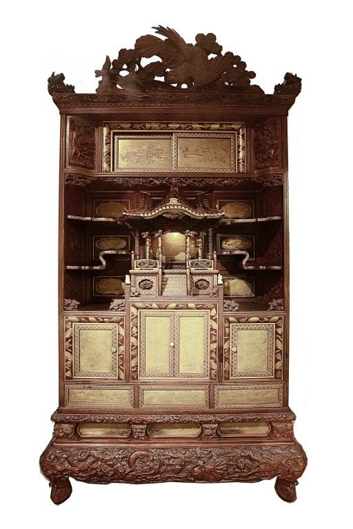 2: A MAGNIFICENT GOLD LACQUER CABINET
