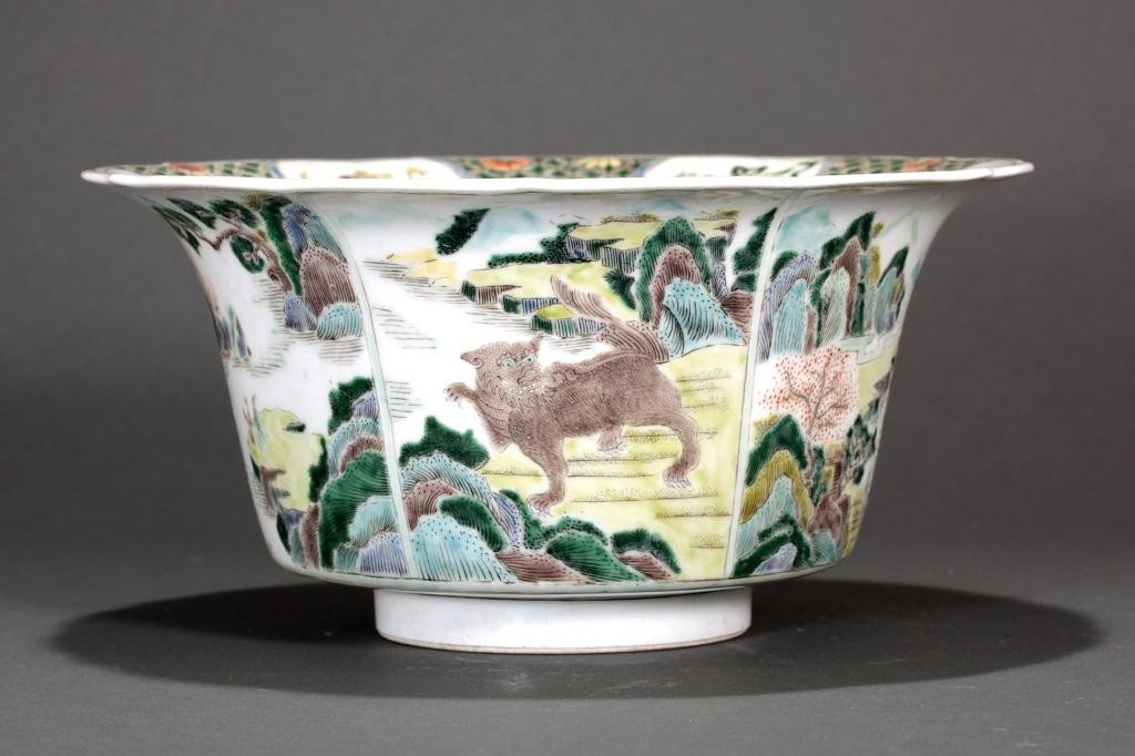 13: ANTIQUE CHINESE FAMILLE VERTE BOWL