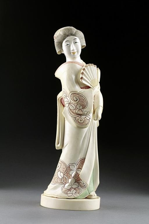 14: MAGNIFICIENT CARVED JAPANESE FIGURE OF A GEISHA