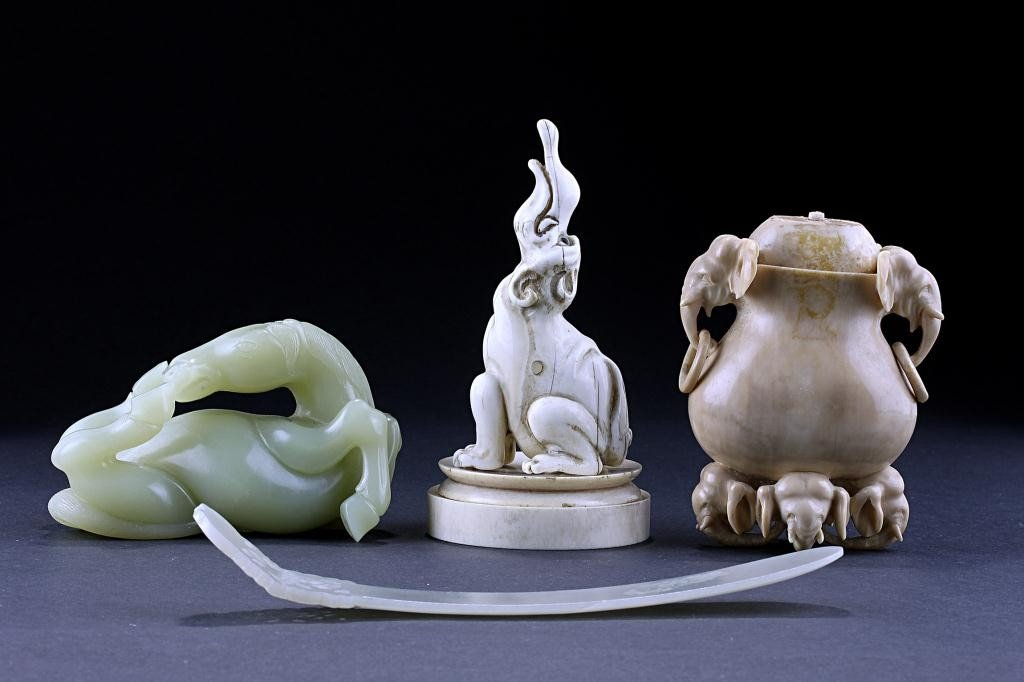 23: ASSORTED IVORY, JADE AND GLASS HORSE