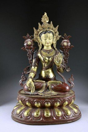 A FINE TIBETAN GILT-BRONZE FIGURE OF AMITAYUS