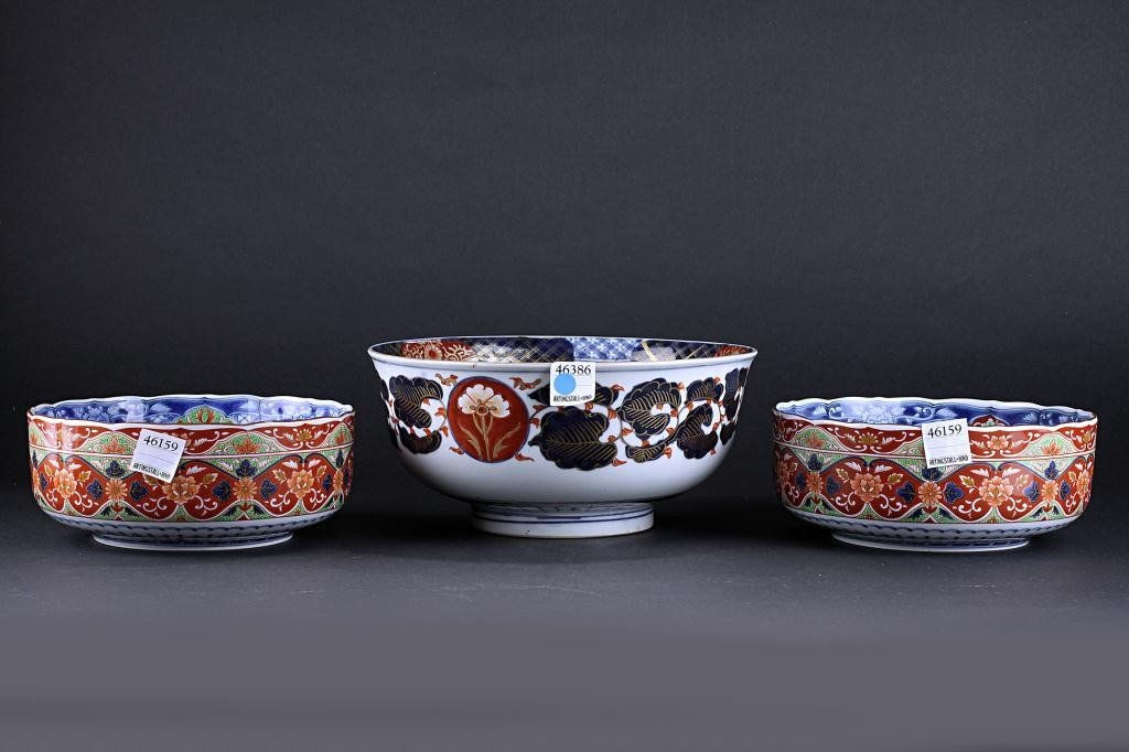 125: ASSORTED THREE PIECE JAPANESE IMARI BOWLS