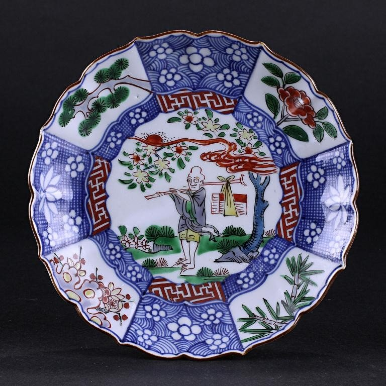143: ANTIQUE CHINESE FOLIATE RIM PLATE