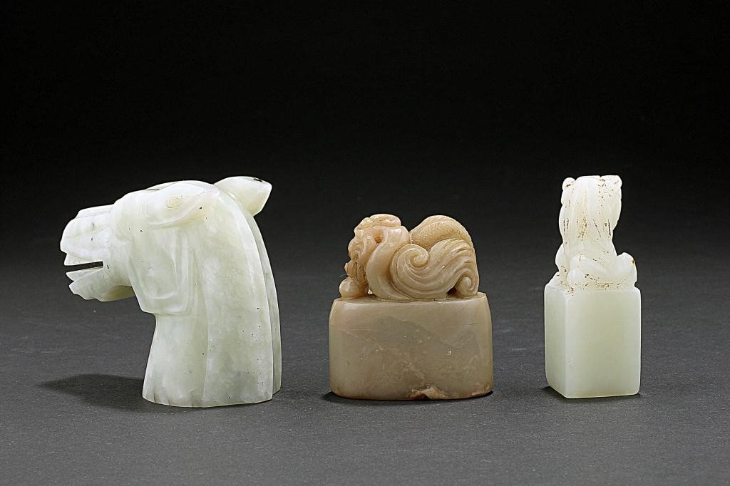 164: CHINESE CARVED JADE HORSE HEAD