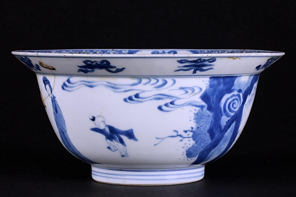 3: ANTIQUE CHINESE BLUE AND WHITE BOWL