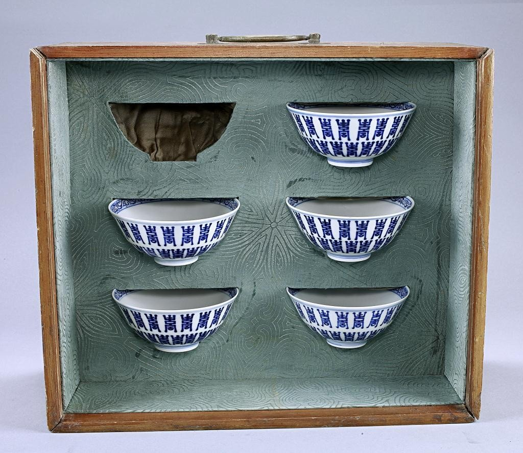 8: FIVE CHINESE BLUE AND WHITE CEREMONIAL CUPS