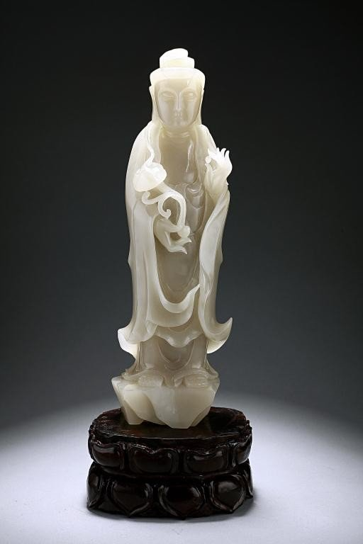 15: CHINESE CARVED WHITE JADE FIGURE OF A GUANYIN