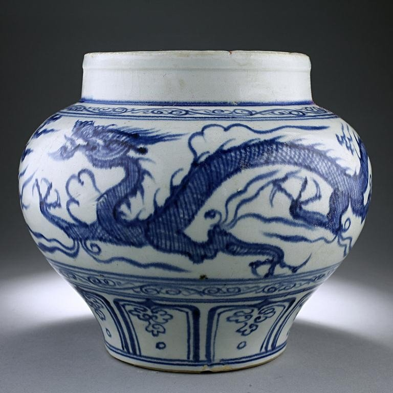 19: CHINESE BLUE AND WHITE 'DRAGON JAR