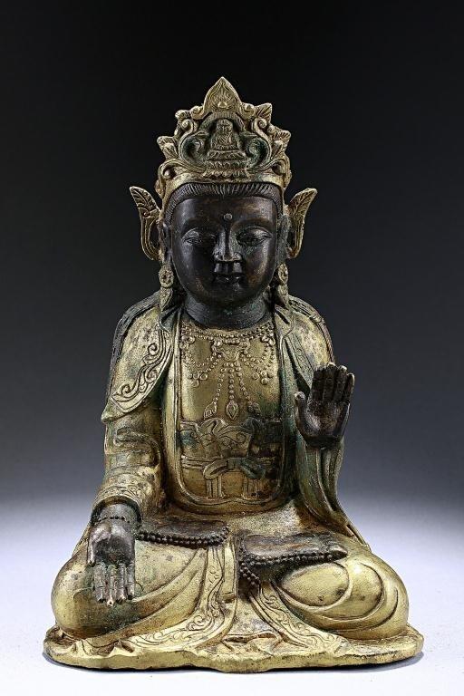 20: ANTIQUE CHINESE BRONZE FIGURE OF A BUDDHA