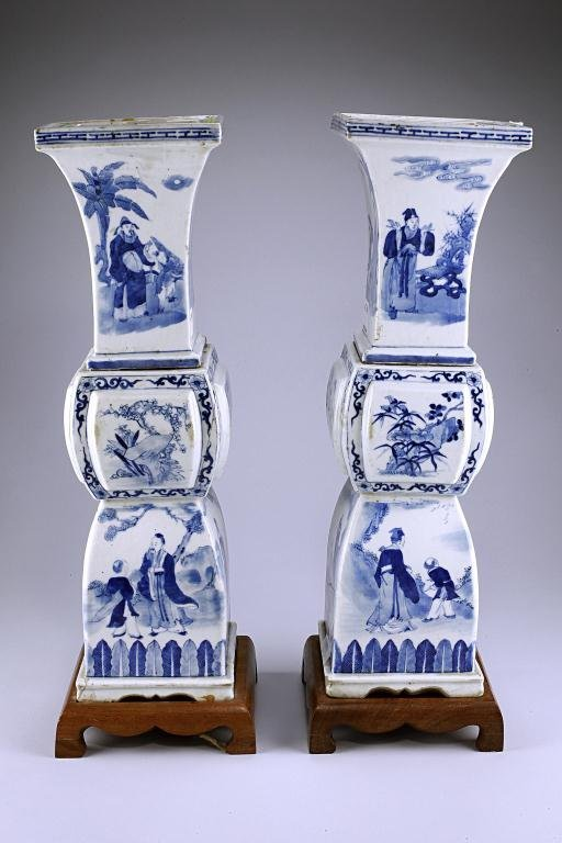 7: ANTIQUE PAIR OF CHINESE BLUE AND WHITE VASES