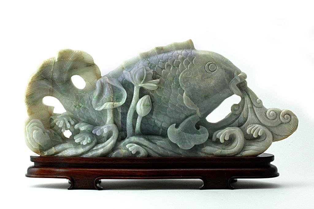 21: CHINESE CARVED JADEITE FIGURE OF A FISH